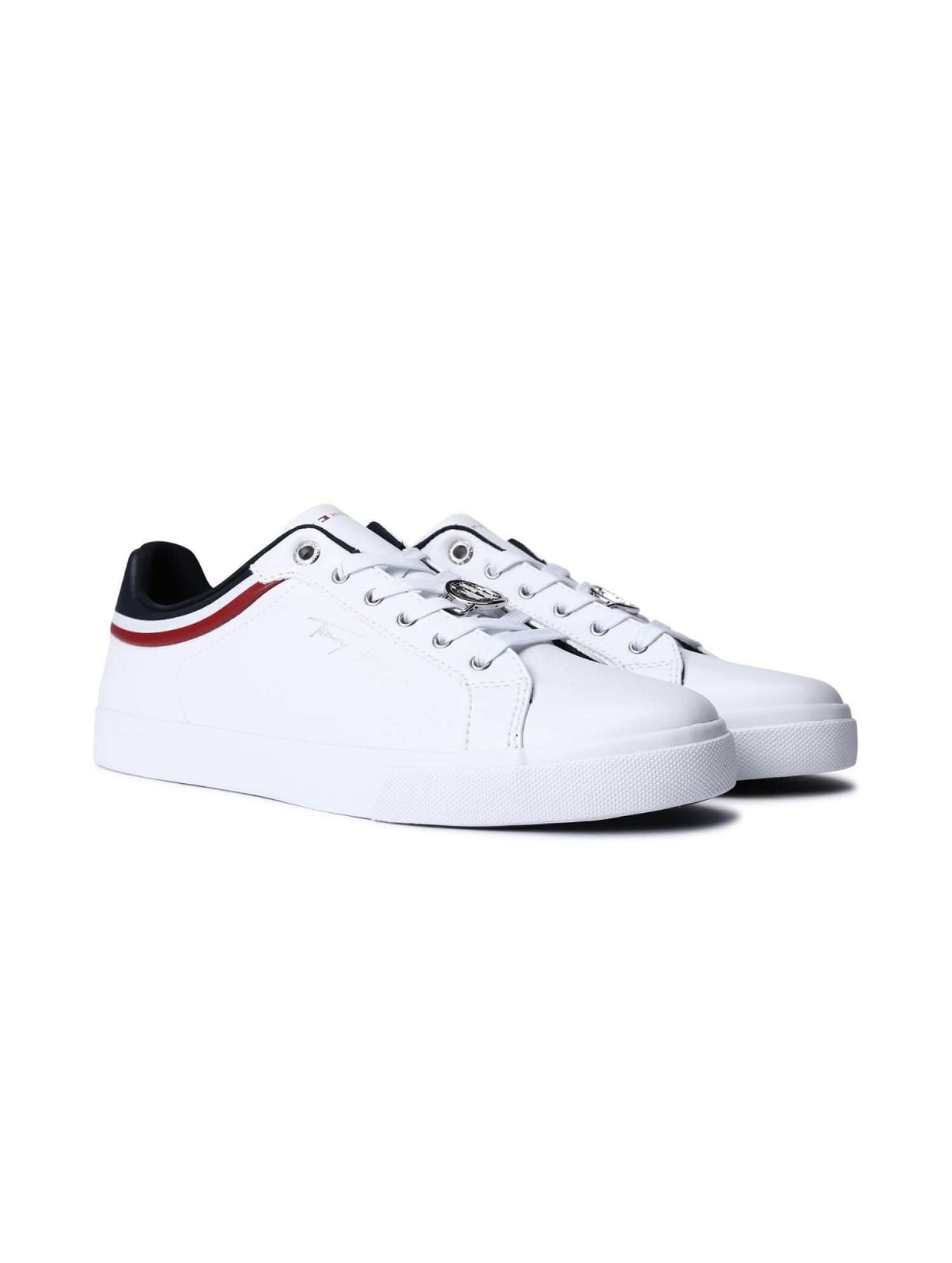 系带LOGO小白鞋